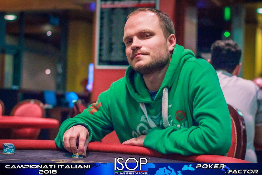 Aleksander Davydov heads up